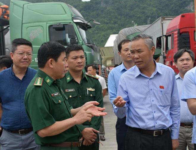 Vi sao 500 xe nong san Viet Nam bi 'tac' o cua khau Tan Thanh? hinh anh 1