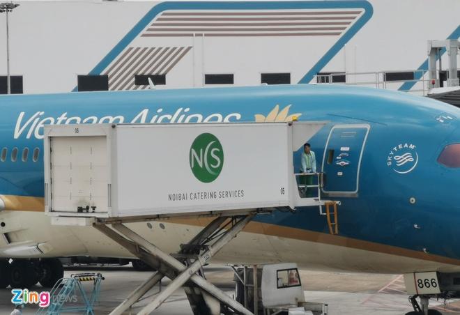 Lai them may bay Vietnam Airlines rach lop o san bay Noi Bai hinh anh 1 VNA_zing.jpg