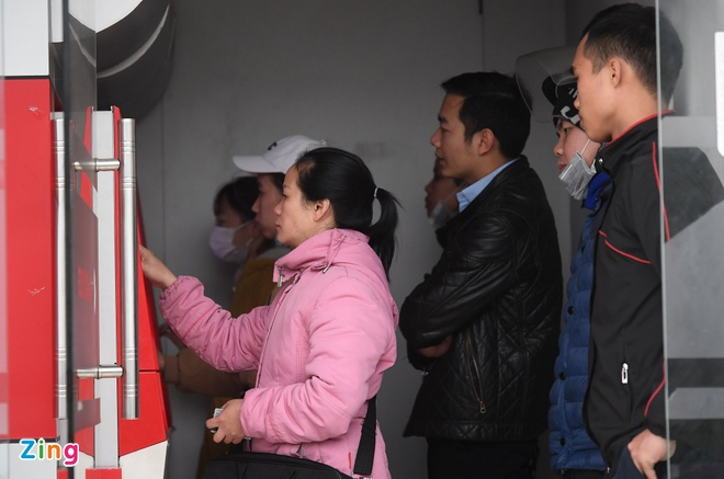 Khong de anh huong viec rut tien ATM tieu Tet cua nguoi dan hinh anh 1 8_Rut_tien_giap_tet_zing8.jpg