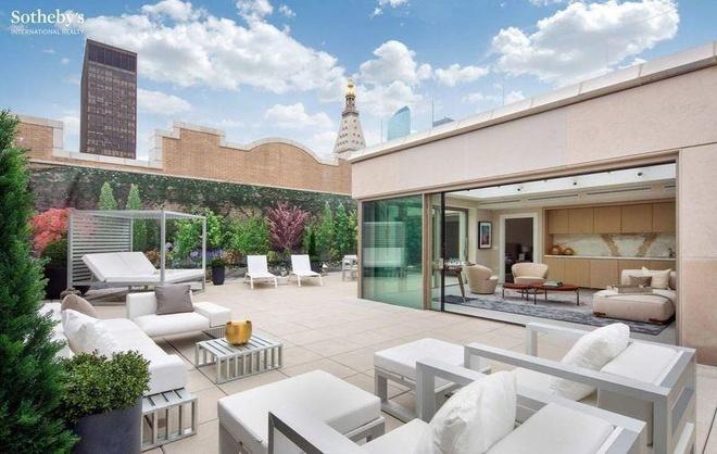 Người giàu nhất hành tinh mua 3 căn hộ giá 80 triệu USD
