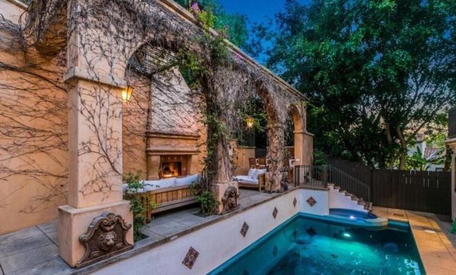 Bên trong biệt thự Đồi Hollywood của nữ ca sĩ Camila Cabello - Ảnh 11