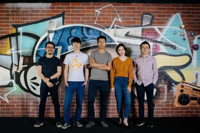 Max Li (ngoài cùng bên trái) và Jack Zhang (chính giữa). Ảnh:Airwallex
