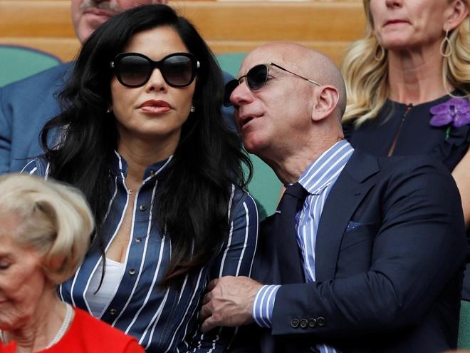 Mua he hao nhoang cua ty phu so mot the gioi Jeff Bezos va nhan tinh hinh anh 6