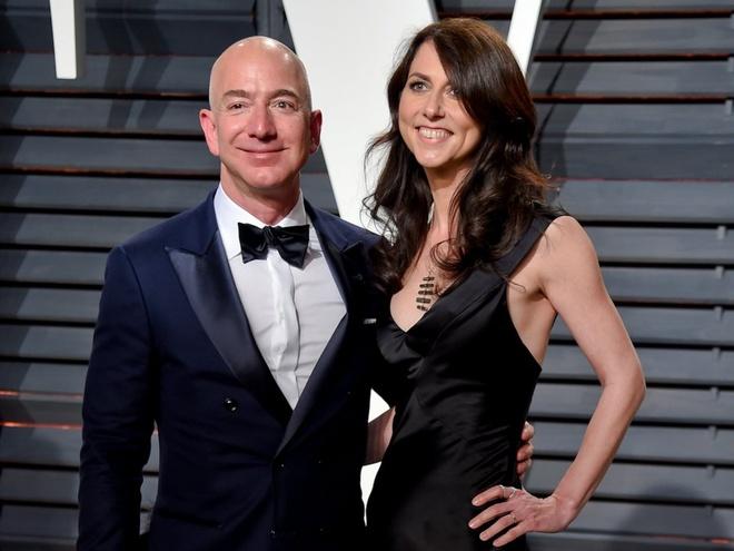 Mua he hao nhoang cua ty phu so mot the gioi Jeff Bezos va nhan tinh hinh anh 1