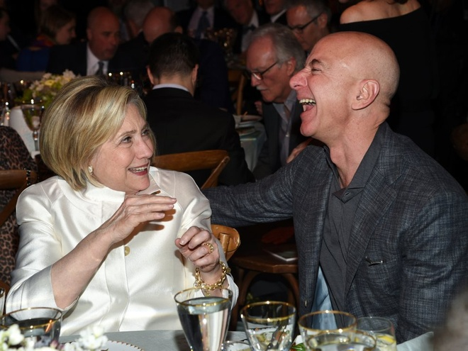 Mua he hao nhoang cua ty phu so mot the gioi Jeff Bezos va nhan tinh hinh anh 5
