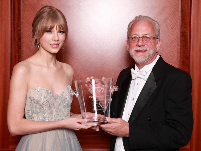 Taylor Swift giau co va tieu xai xa xi den muc nao hinh anh 11