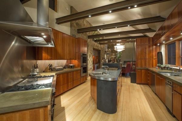 Biệt thự nghỉ dưỡng có đường hầm rượu dài 17 m của Oprah Winfrey - Ảnh 1.