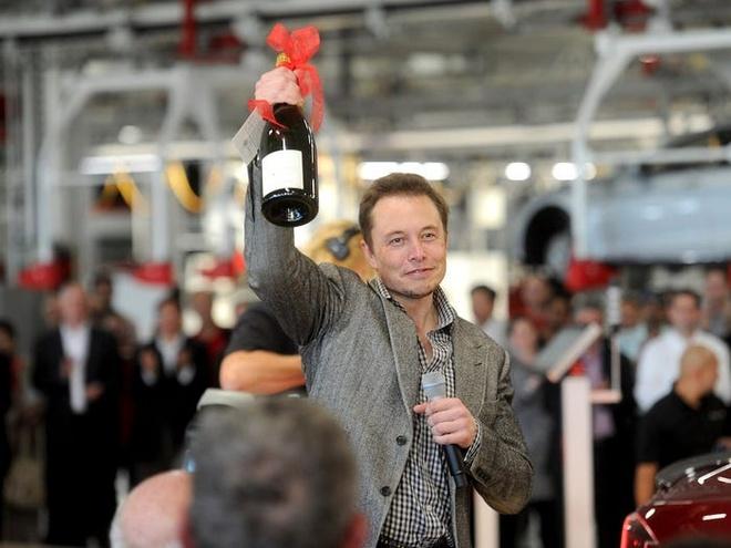 Ty phu Elon Musk bo an sang, lam 100 gio moi tuan hinh anh 8 593ab8ddc4adee1d008b4a28.jpg