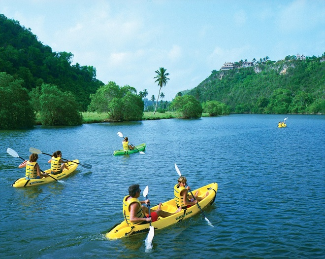 Khu nghi duong ua thich cua Beyonce, Justin Bieber hinh anh 10 25579520_6902417_Guests_can_paddle_along_the_tranquil_waters_of_the_Chavon_River_a_86_1583504846774.jpg