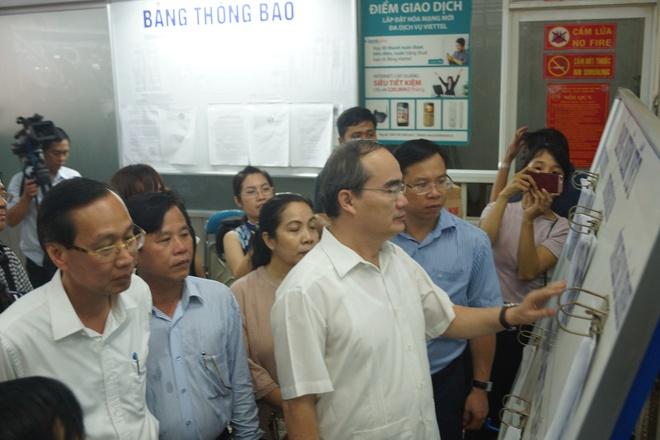 Bi thu Thanh uy Nguyen Thien Nhan tham tieu thuong cho An Dong hinh anh 1