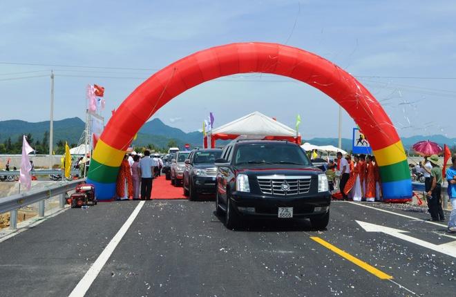 Quang Binh co them duong tranh lu quoc lo 1 dai hon 30 km hinh anh