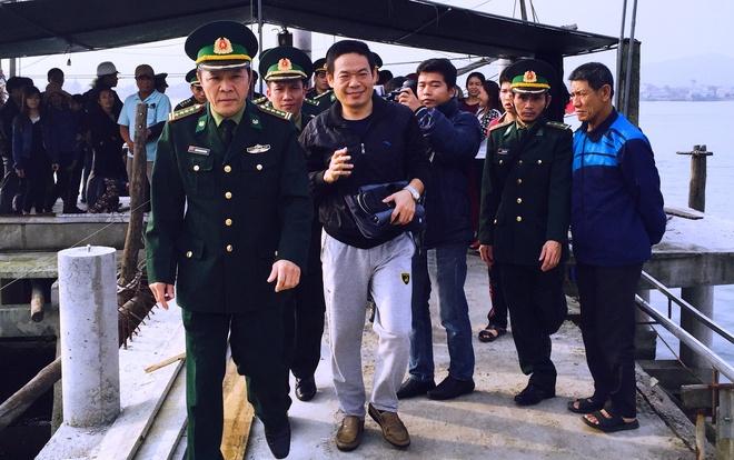 Ngu dan Quang Binh cuu nguoi Trung Quoc gap nan tren bien hinh anh 1