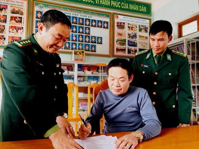 Ngu dan Quang Binh cuu nguoi Trung Quoc gap nan tren bien hinh anh 2