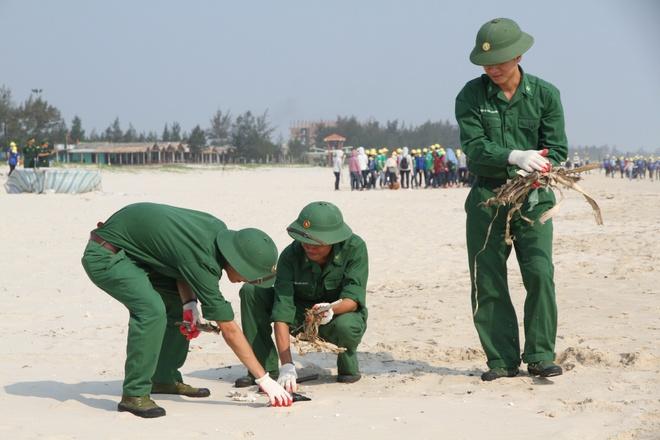 Quang Tri bac tin 1.000 doan vien don rac kem nhiet tinh hinh anh 3