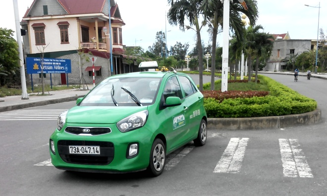 Ten trom taxi vut xe cach hien truong 50 km hinh anh