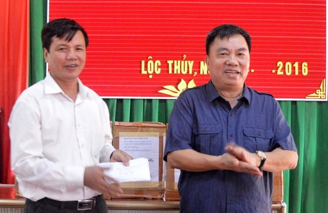 Hoi Xuat ban tang sach cho hoc sinh vung lu lut Quang Binh hinh anh