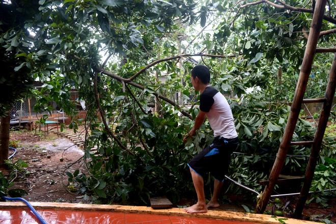 Nguoi dan Quang Tri tat bat don dep nha cua, duong pho sau bao so 4 hinh anh 2