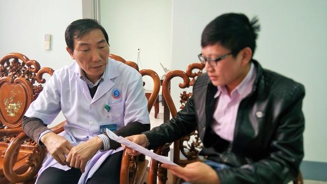 Nguyen Giam Doc Benh Vien Huyen Nop Don Thoi Viec Khi Bi Dieu Chuyen Hinh  Anh