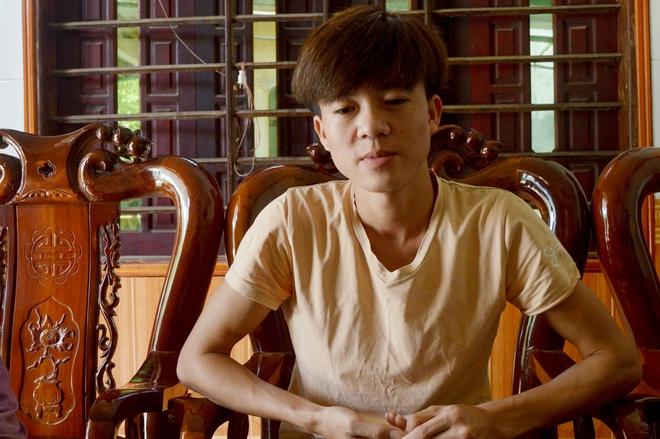 9X cung U50 lao ra giua song cuu 12 du khach bi lat thuyen o Phong Nha hinh anh