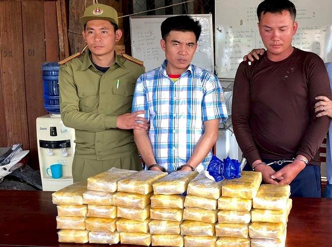 Hai nguoi Lao van chuyen 200.000 vien ma tuy sang Viet Nam hinh anh