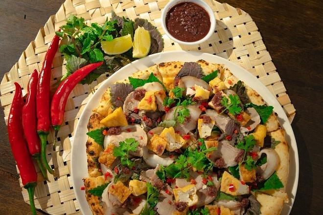 Hình ảnh chiếc pizza bún đậu mắm tôm trên thực đơn của nhà hàng. Ảnh:P4P.