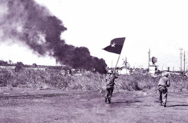 Ai viet tuyen bo dau hang cho Duong Van Minh ngay 30/4/1975 hinh anh 1