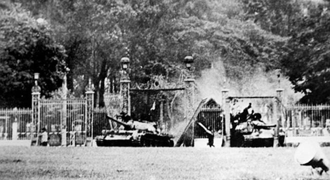 Ai viet tuyen bo dau hang cho Duong Van Minh ngay 30/4/1975 hinh anh 4
