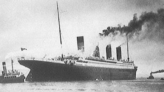 Vi sao Titanic 'khong the dam' lai chim tren dai duong? hinh anh 1