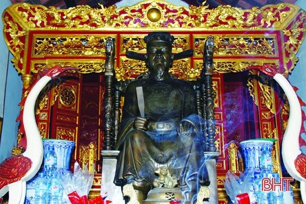 Người Việt nào được vua Càn Long đóng cho 18 cỗ quan tài?