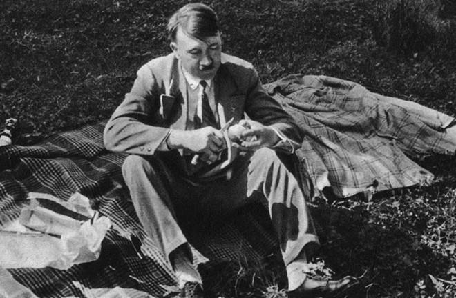 Tran danh cuoi cung va ket cuc cua trum phat xit Adolf Hitler hinh anh 2