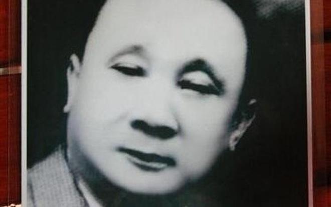 Nguoi Viet nao bo 100 kg vang mua may bay di tham ruong lua? hinh anh 1