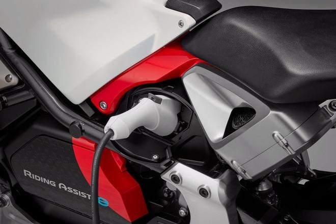 Honda Riding Assist-e: moto dien tu can bang doc dao hinh anh 5