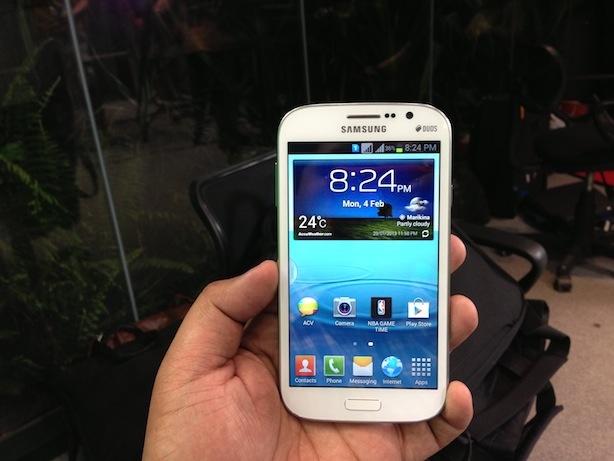 Dien thoai Samsung phat no trong tui ao khoac hinh anh