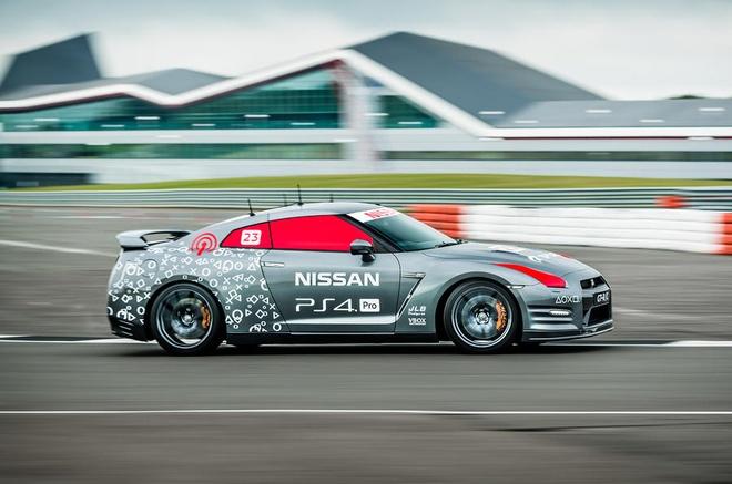 Nissan GT-R/C - xe dua dieu khien bang tay cam PS4 hinh anh 3
