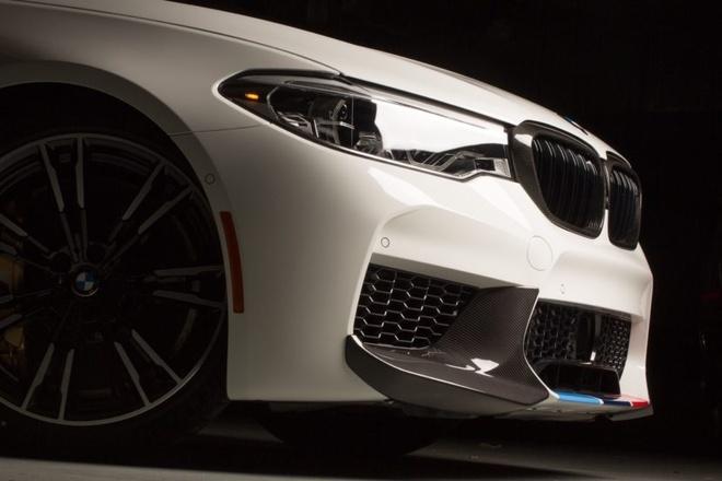BMW ra mat bo phu kien M Performance cho M5 hinh anh 1