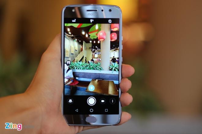 Mo hop Motorola X4 tai Viet Nam: Dep nhung de bam van tay hinh anh 9