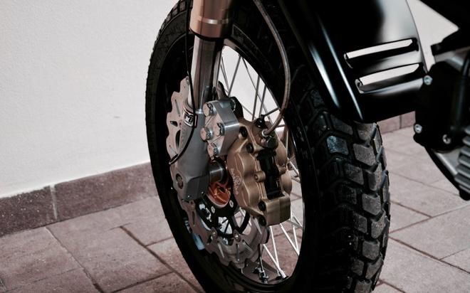 'Quai vat' Ducati 600 duoc tai sinh voi dien mao moi hinh anh 8