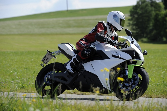 MotoGP chon Energica Ego cho giai dua moto dien sap toi hinh anh