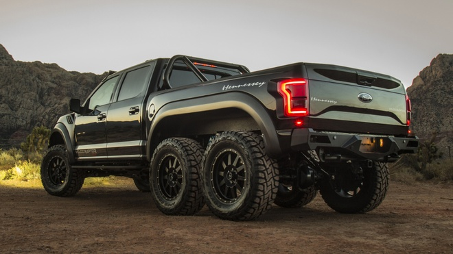 Hennessey VelociRaptor 6x6 - khung long 6 banh gia 349.000 USD hinh anh 2