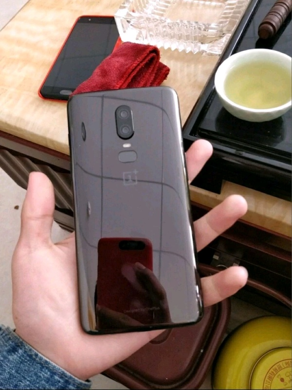 Lo dien OnePlus 6 voi tai tho giong iPhone X hinh anh 2