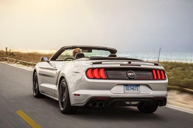 Ford Mustang nang cap phien ban California Special hinh anh