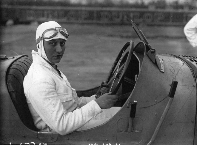 Helle Nice: Tu vu nu hop dem tro thanh 'ba hoang Bugatti' hinh anh