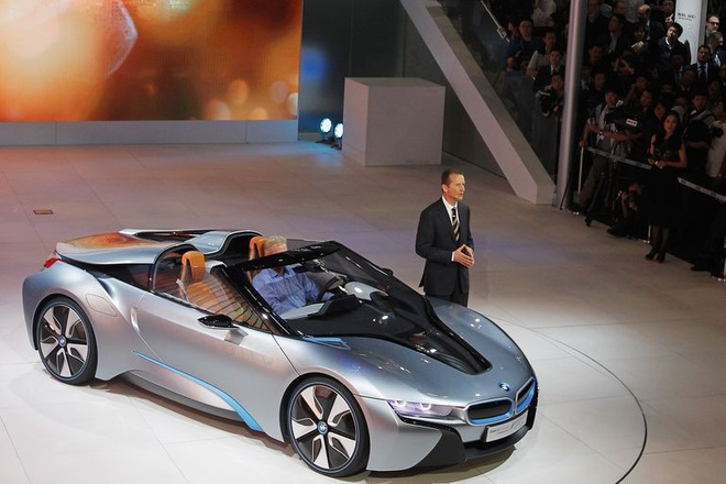 Hanh trinh tao nen xe the thao BMW i8 Roadster hinh anh