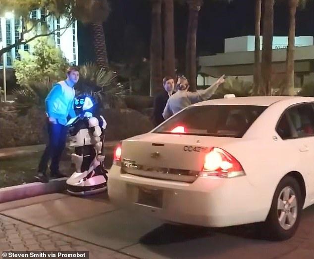 Robot bi Tesla dam trung lo hen du CES 2019 hinh anh