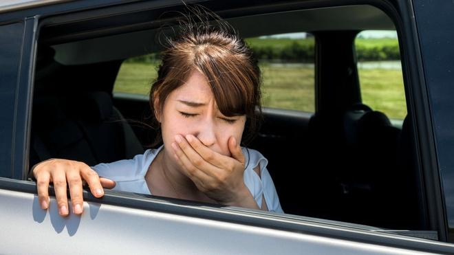 Làm gì để đối phó với cơn say xe khi tắc đường?