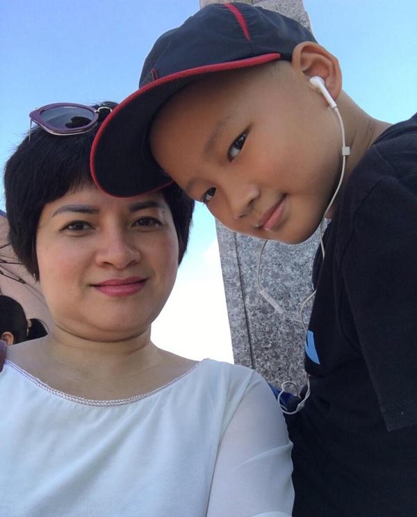 Bé trai 6 năm chiến đấu ung thư: 'Có thuốc nào cho con ngủ mãi không?'