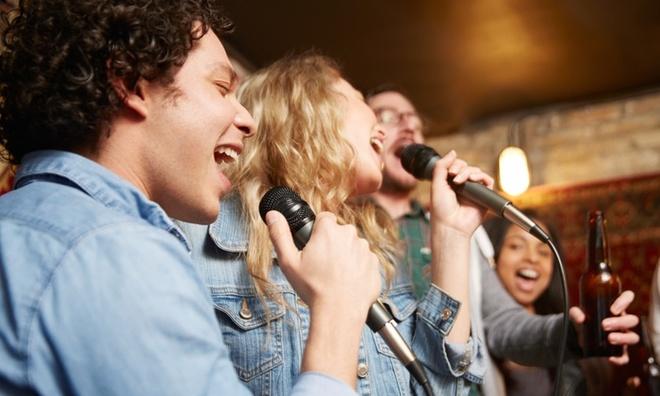 vo phoi khi hat karaoke anh 1