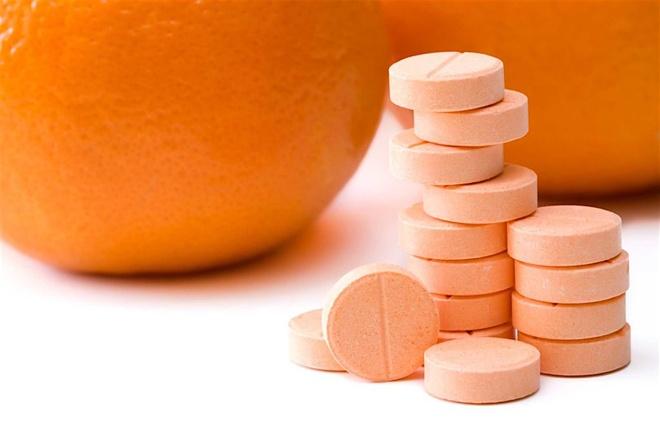 Uống vitamin C phòng Covid-19 sai cách là 'gậy ông đập lưng ông' - Sức khỏe