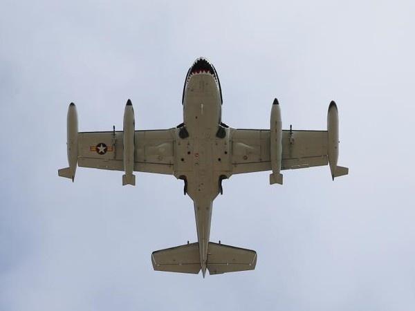 Dam cuoi sang chanh cua chang trieu phu 29 tuoi hinh anh 4 Không chỉ dừng tại đó, tỉ phú 29 tuổi còn thuê thêm một máy bay chiến đấu hạng nặng từ