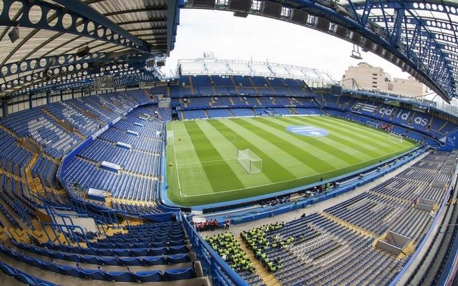 """Old Trafford - san van dong hoanh trang nhat Ngoai hang Anh hinh anh 4 7. Stamford Bridge (Chelsea- sức chứa: 41.798 người): Dù không có bề dày thành tích như đội bóng cùng thành phố Arsenal, """"The Blues"""" dưới sự quản lý tỷ phú người Nga Abramovich và nhà cầm quân lỗi lạc Jose Mourinho đang là những người tự viết nên những trang sử của đội bóng ở hiện tại và tương lai."""